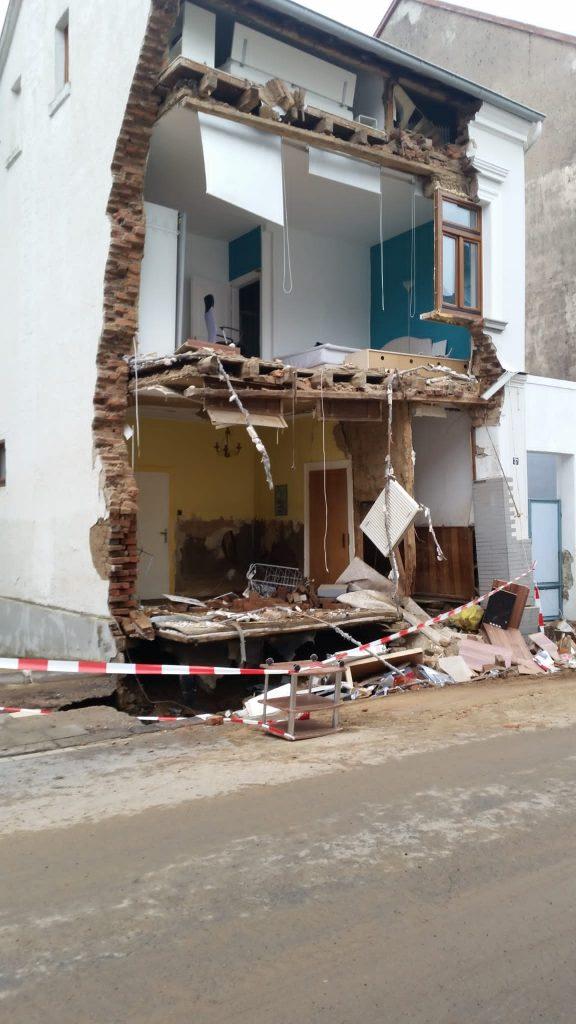 Das Ausmaß der Zerstörung ist immens. Fotos: Feuerwehr Alzey-Worms