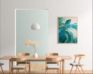 Die Werke der Künstlerin Diana Korn verleihen Räumen eine Lebendigkeit mit großem Wohlfühlfaktor.