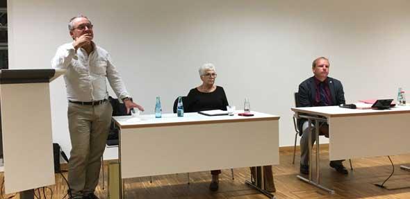 Im Anschluss an die Mitgliederversammlung des Fördervereines Alzey-Worms lauschten die Teilnehmer dem Vortrag von Eberhard Wolf.