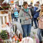 BU: Der Wormser Einzelhandel lockt mit zahlreichen Aktionen und Rabatten am Aktionswochenende mit verkaufsoffenen Mantelsonntag in die Innenstadt. Foto: Bernward Bertram
